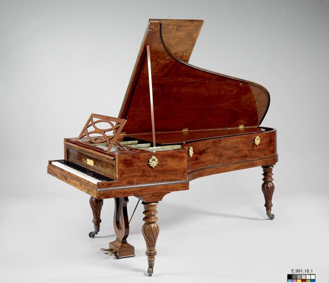 Incontournable - Piano à queue Pleyel - 1842 - Musée de la musique