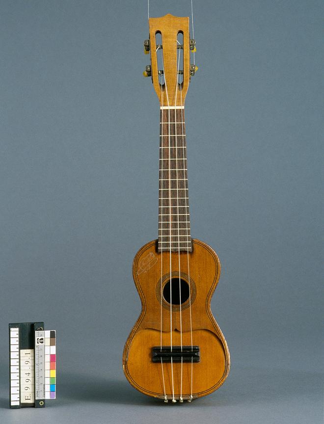 Incontournable - Ukulélé Lucien Gelas - Musée de la musique