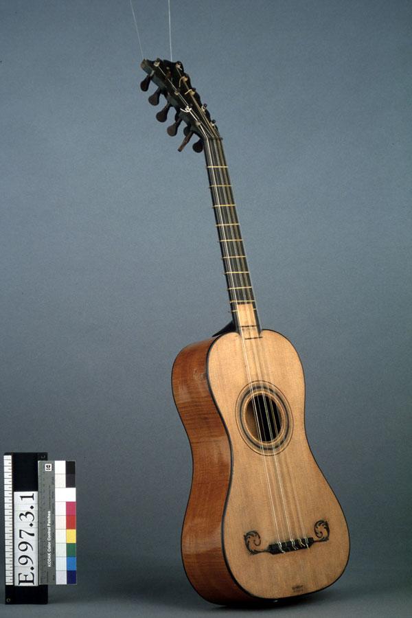 Incontournable - Guitare dite « de Lambert » - Musée de la musique