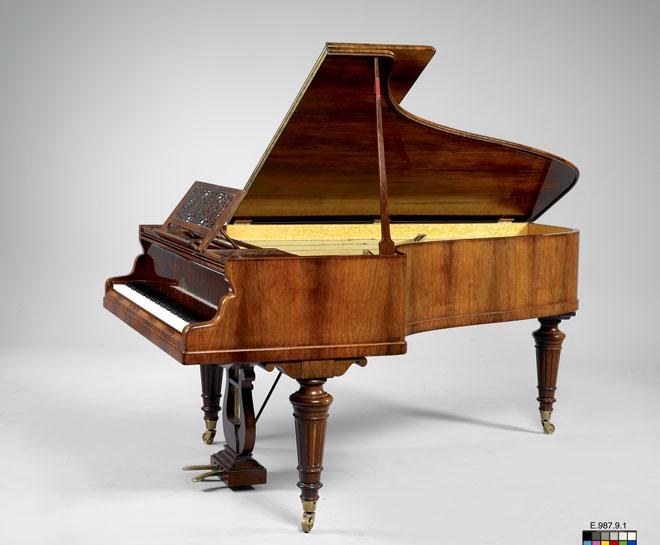 Incontournable - Piano Luthéal Erard / Magne - Musée de la musique