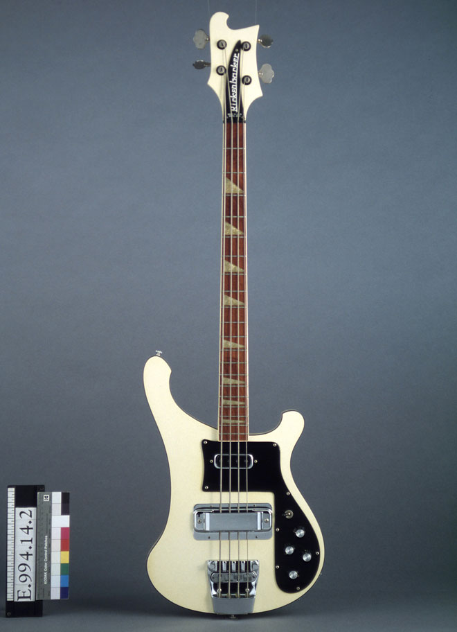 Incontournable - Guitare électrique basse Rickenbacker  - Musée de la musique