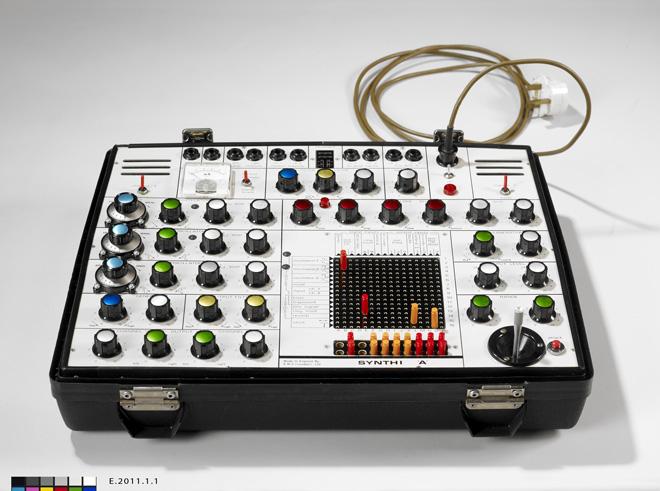 Incontournable - Synthétiseur EMS - Musée de la musique