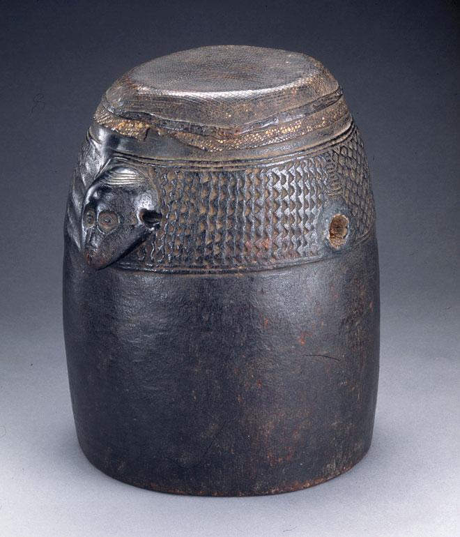 Incontournable - Tambour de poitrine nfunkula - Musée de la musique