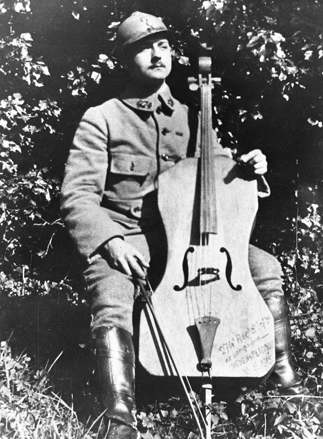 """Incontournable - Position de jeu violoncelle, dit """"le poilu"""" - Musée de la musique"""