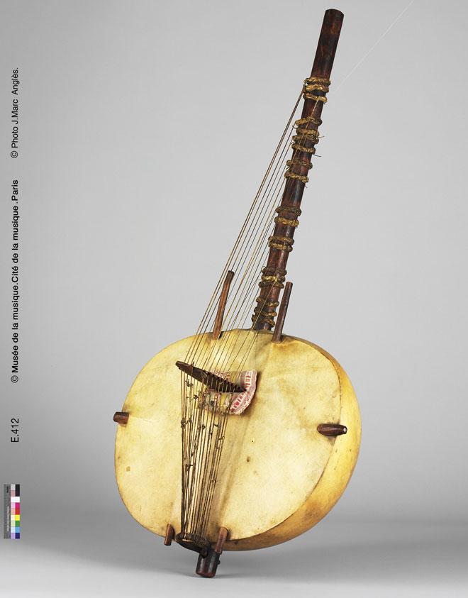 Incontournable - Harpe-luth Kasso - Kora - Musée de la musique