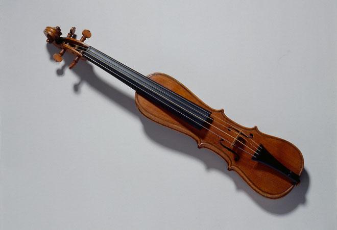 Instrument incontournable - Pochette de Antonio Stradivari - Musée de la musique