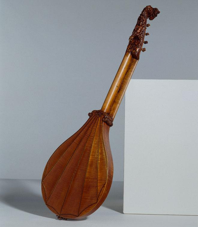 Instrument incontournable - Cistre attribué à Girolamo Virchi - Musée de la musique