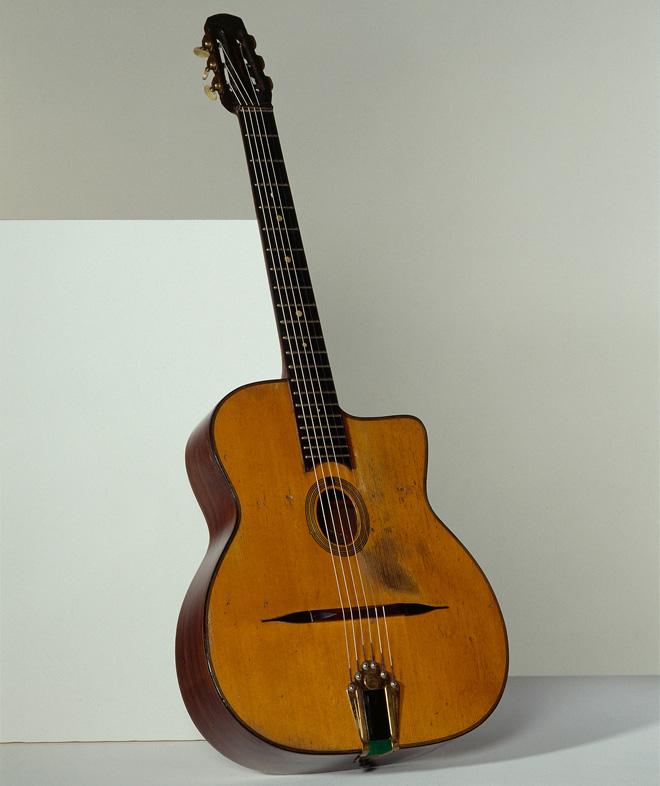 Instrument incontournable - Guitare Django Reinhardt de Henri Selmer - Musée de la musique
