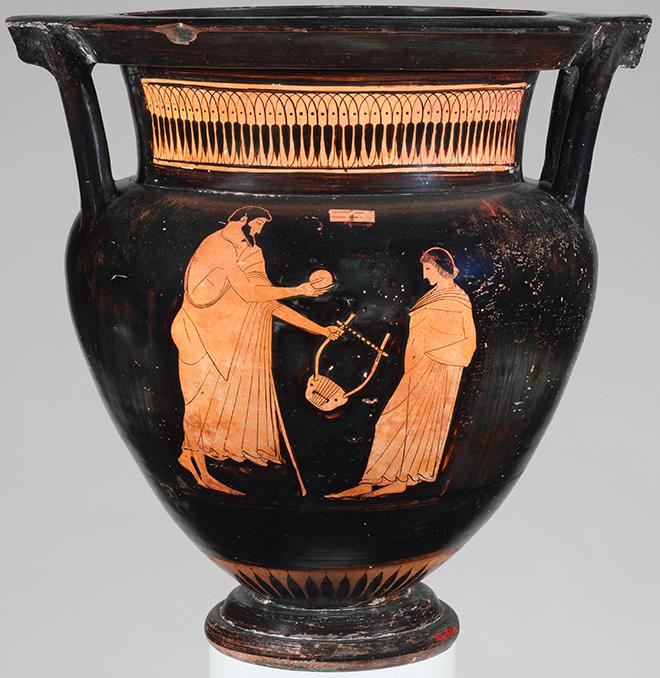 Vase grec en terre cuite, vers 475-465 avant J.-C. Le dessin illustre un homme offrant une lyre et un ballon à un jeune garçon. MET Museum/CC0