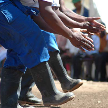 Gumboots dancers. Photo : Laura SA - CC BY-SA 3.0
