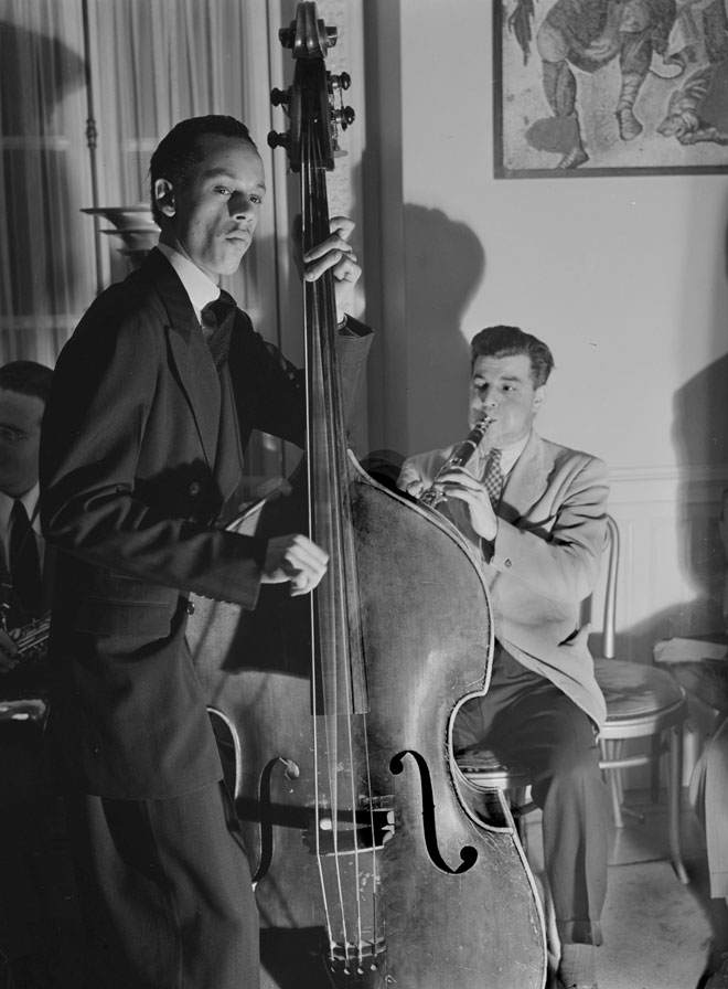 Tommy Potter (contrebasse) et Joe Marsala (clarinette) © William Gottlieb - Library of Congress