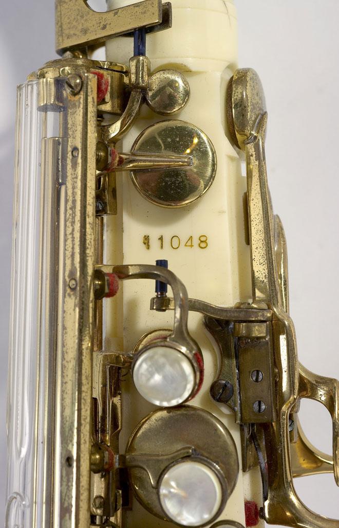Saxophone alto, détail du clétage © Claude Germain - Philharmonie de Paris - Musée de la musique