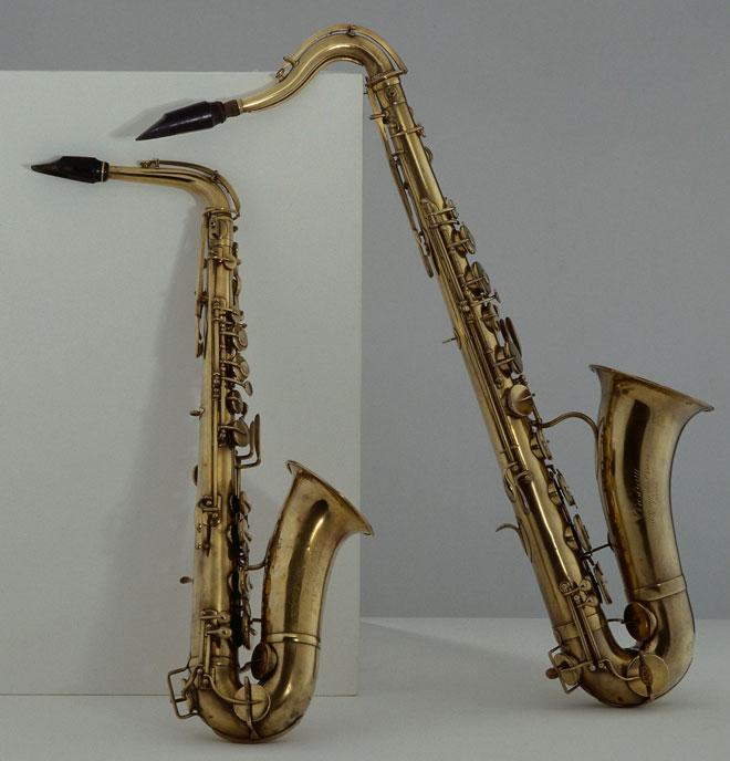 Saxophones alto (gauche) et ténor (droite) © Albert Giordan - Philharmonie de Paris - Musée de la musique