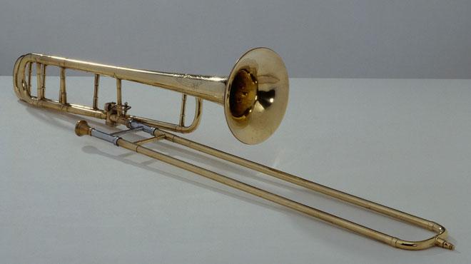 Trombone à coulisse ténor et basse, vers 1951, photographie de Albert Giordan © Philharmonie de Paris - Musée de la musique