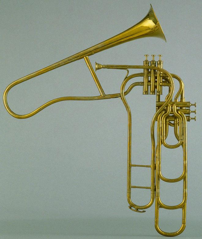 Trombone à pistons de Adolphe Sax, entre 1905 et 1929, photographie de Jean-Marc Anglès © Philharmonie de Paris - Musée de la musique