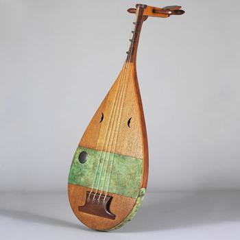 Luth biwa © photo: Jean-Marc Anglès / Musée de la musique - Philharmonie de Paris