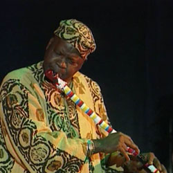 Aly Wagué à la flûte, concert Rite du peuple peul, Cité de la musique