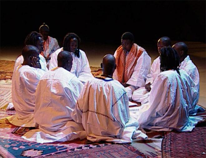 Déclamations de Khassaides par des Mourides de Touba, concert enregistré à la Cité de la musique le 14 mai 2004 © Philharmonie de Paris
