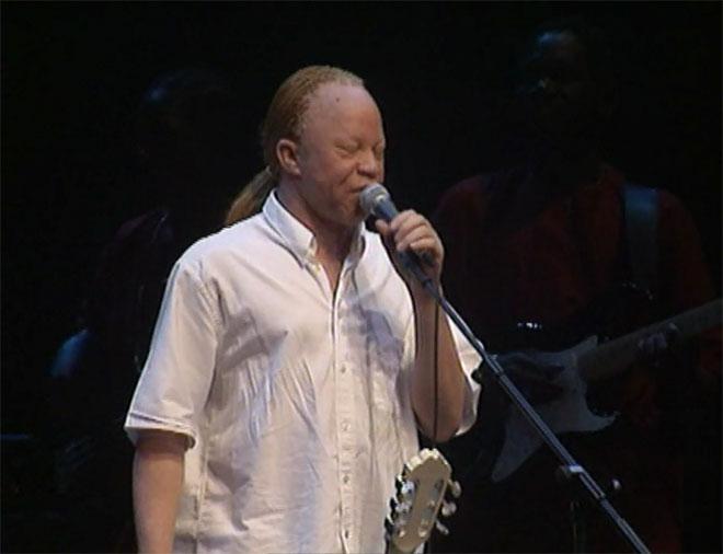 Salif Keita, concert enregistré le 11 octobre 1997 à la Cité de la musique © Philharmonie de Paris