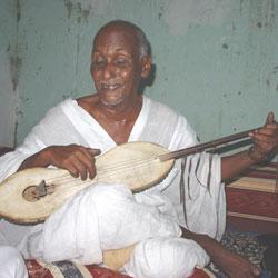 Le joueur de tidinît Sid Ahmed ould Ahmed Zaïdane, photo de Michel Guignard