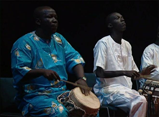 Tambour sabar du Sénégal, concert enregistré à la Cité de la musique le 23 octobre 2010 © Philharmonie de Paris