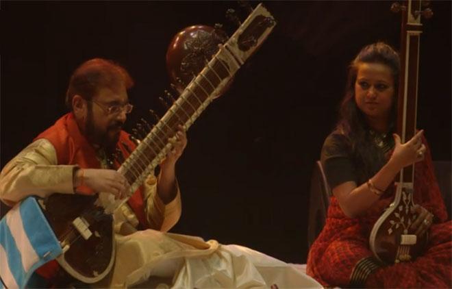 Kushal Das (sitar), Tulika Srivastava (tampura), concert enregistré à la Philharmonie de Paris le 31 janvier 2015 © Philharmonie de Paris