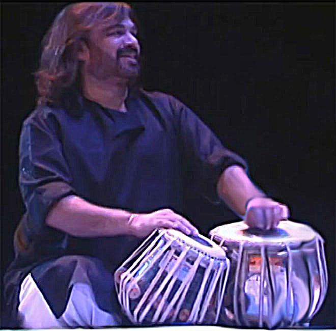 Vijay Ghate aux tabla, concert enregistré à la Cité de la musique le 28 septembre 2008 © Philharmonie de Paris