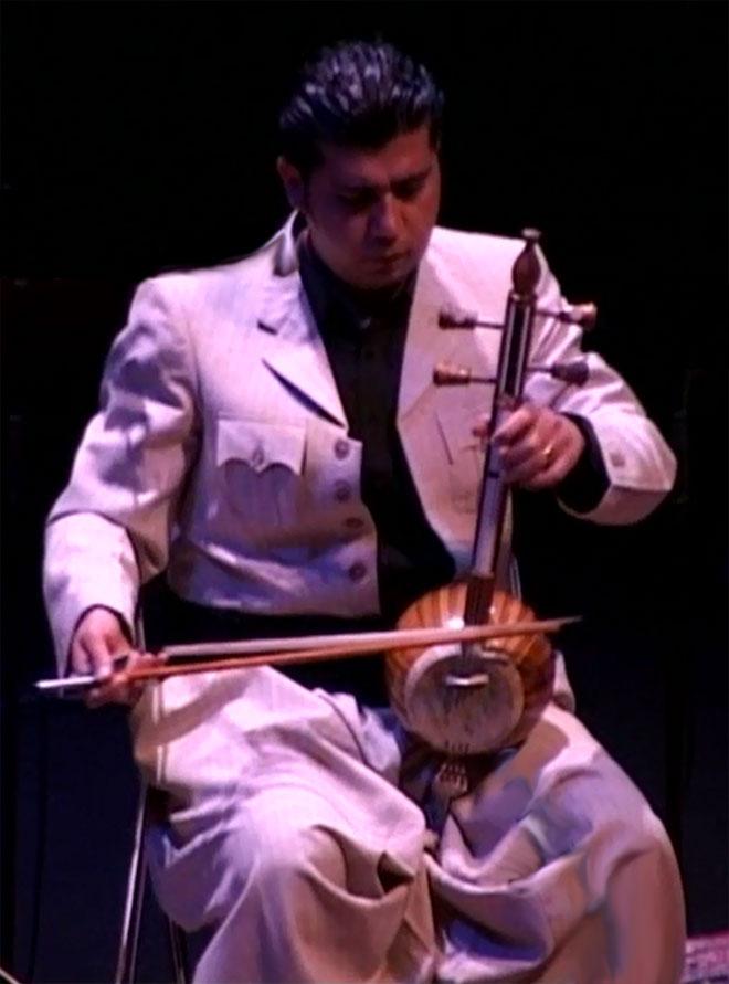 Twana Khurshed Mohammed au kamancha, concert enregistré à la Cité de la musique le 26 février 2005 © Philharmonie de Paris