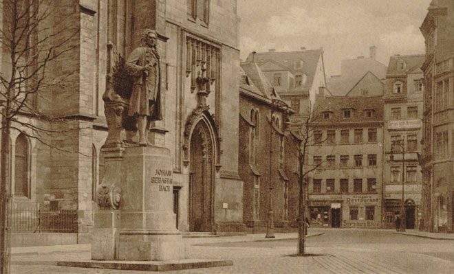 Statue de Johann Sebastian Bach à Leipzig devant l'église St-Thomas. Gallica-BnF