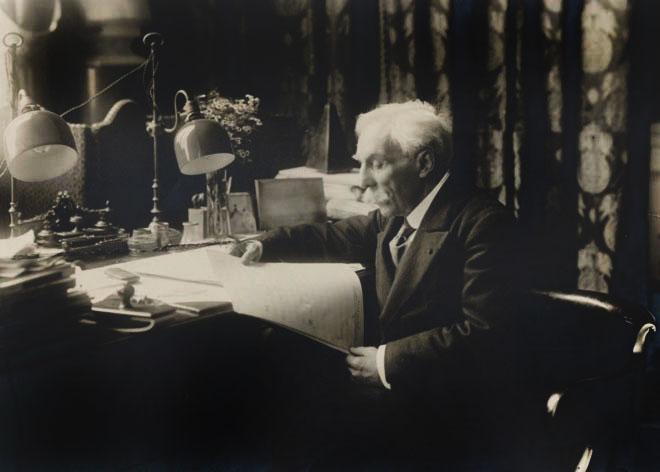 Gabriel Fauré à son bureau au Conservatoire de Paris © Gallica-BnF