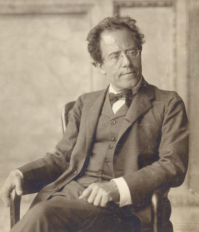 Gustav Mahler dans la loge de l'Opéra de Vienne en 1907 © NY Public Library, digital collections