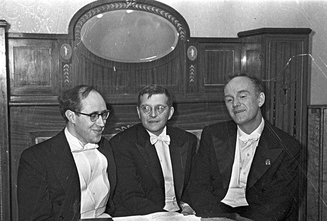 Rostropovitch, Chostakovitch et Richter, le 1er novembre 1968. Russian International News Agency (RIA Novosti) CC BY-SA 3-0