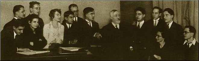 Paul Dukas donne une classe de composition en 1929 au Conservatoire de Paris © DR