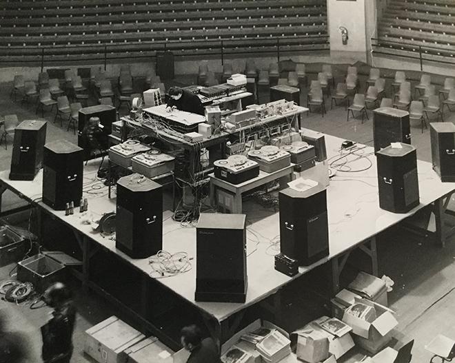 Centre culturel Ville de Toulouse. Concert en rond. Palais des sports 5 décembre 1970 ou 1971. Photo de David Henry