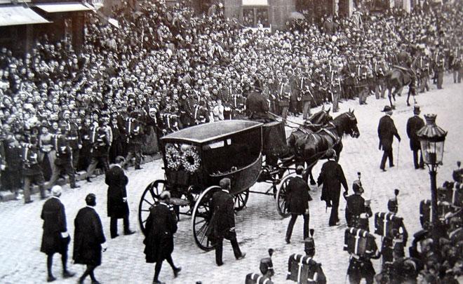 Transfert du cercueil de Victor Hugo au Panthéon, Paris, 1er juin 1885 © Fonds Léon et Lévy