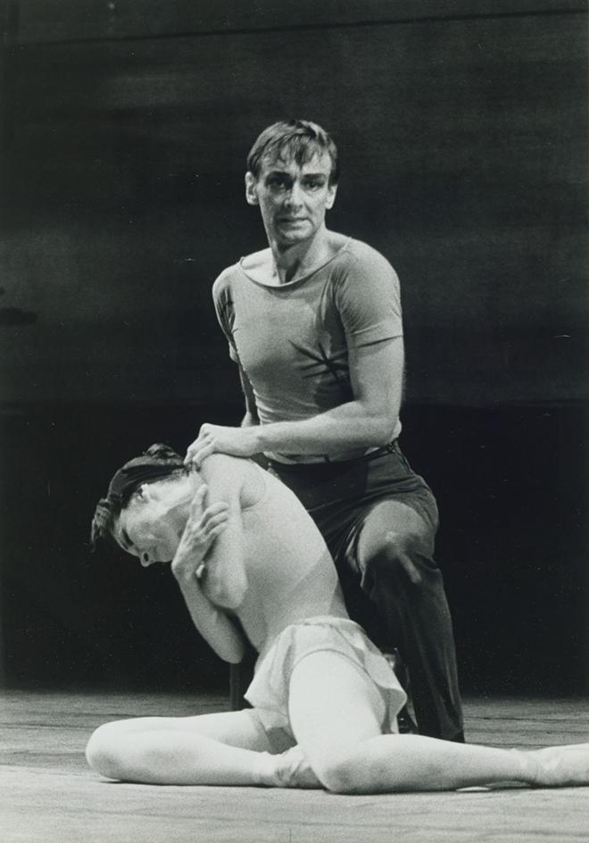 Concerto, chorégraphie de George Skibine sur une musique de Jolivet, 1961, Opéra de Paris, photo de Roger Pic. Gallica-BnF