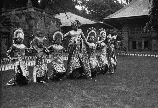 Exposition coloniale de 1931, pavillon hollandais, danseuses de Bali © Agence de presse Meurisse - Gallica-BnF