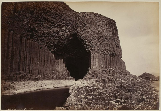 La grotte de Fingal, photographie de George Washington Wilson, 1886 © Gallica-BnF