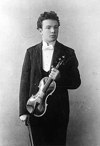 Ottorino Respighi et son violon (1901-1910) © Archivio storico Ricordi Milano