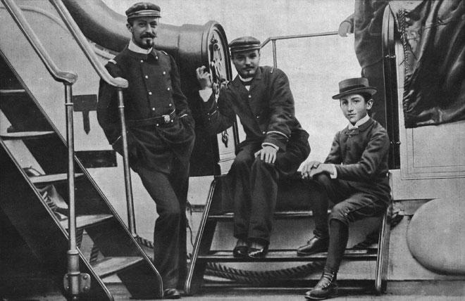 Albert Roussel, M. Georges Blanchon, M. Gabriel Grovlez sur le pont du Melpomène, vers 1894, Revue Musica, n° 137, Février 1914 © INHA