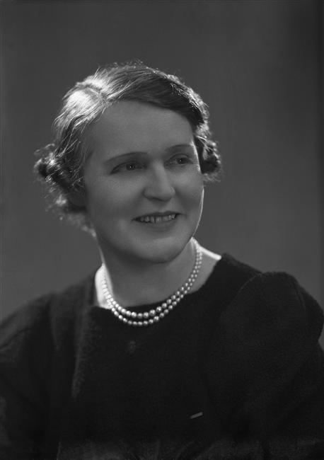 Germaine Tailleferre, vers 1937 © Ministère de la Culture - Médiathèque du Patrimoine - Dist. RMN-Grand Palais/Studio Harcourt