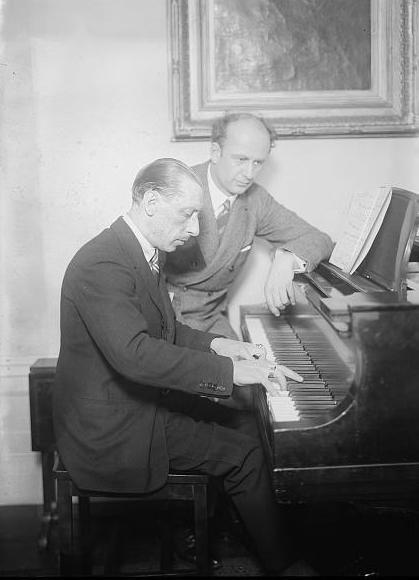 Stravinski aux côtés du chef d'orchestre Furtwängler - 1930  © Wikipedia