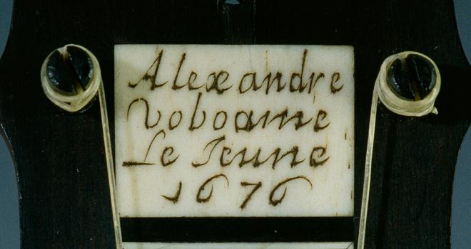 Marque, guitare, Alexandre Voboam, 1676 © Musée de la musique - Photo Jean-Marc Anglès