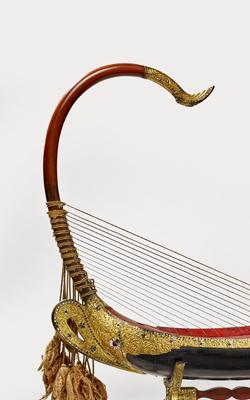 HARPE ARQUÉE SAUNG-GAUK - Musée de la musique