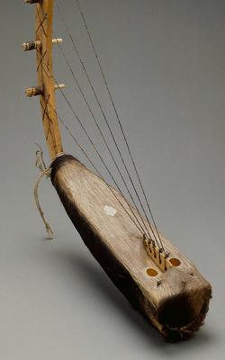HARPE À MIRLITON KWARNDA - Musée de la musique