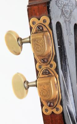 Guitare Maccaferri - musée de la musique