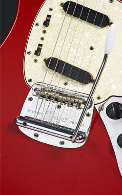 Guitare électrique modèle Mustang - Musée de la musique
