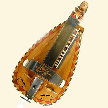 Vielle à roue forme luth, Pimpard Cousin fils, Jenzat, 1905-1931 ?, 1988.13.1. © Musée des musiques populaires (Montluçon)