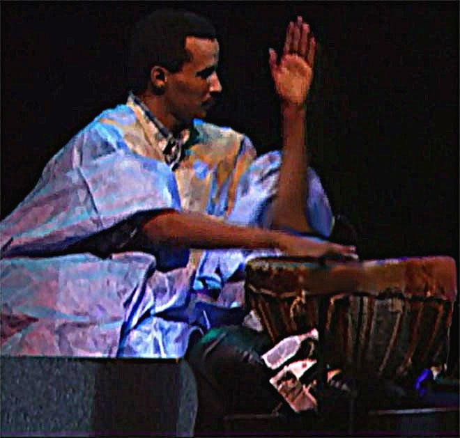Moloud Adeba Ould, percussion tbal, concert enregistré à la Cité de la musique le 15 octobre 1999 © Philharmonie de Paris